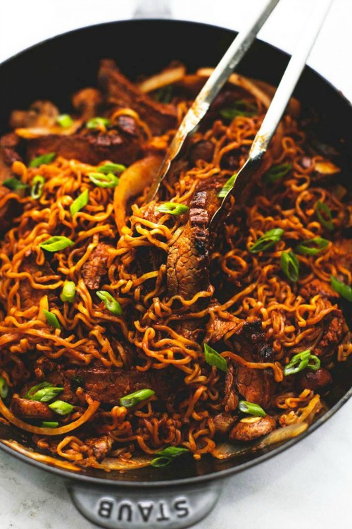 8 Ridiculously Delicious Ramen Recipes- If you need a quick lunch or dinner recipe, you can't go wrong with ramen! Check out these 8 delicious ramen recipes! | easy recipes for busy moms, ramen dinner, ramen lunch, simple recipe, easy dinner, fast, quick dinner, pasta, Asian noodle recipes, inexpensive, recipes for college students, food