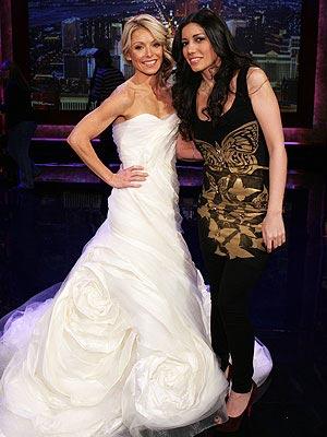 Red Carpet Wedding Kelly Ripa And Mark Consuelos