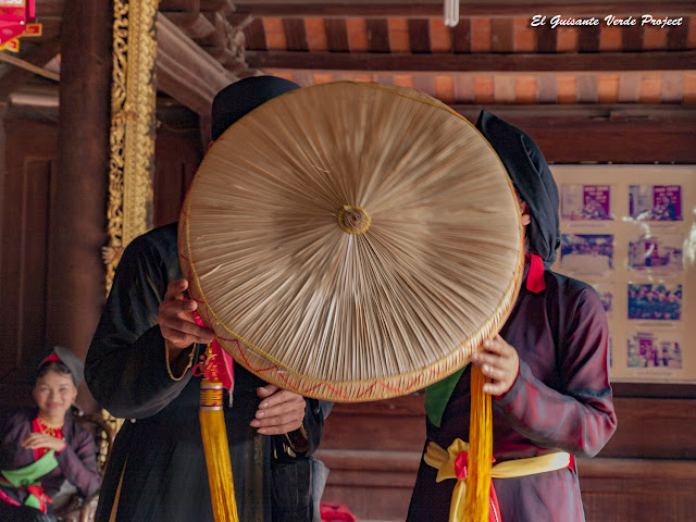 Interpretando cantos Quan Ho - Vietnam, por El Guisante Verde Project