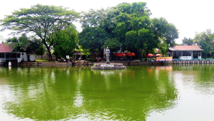 Kolam Besar di Partini Tuin