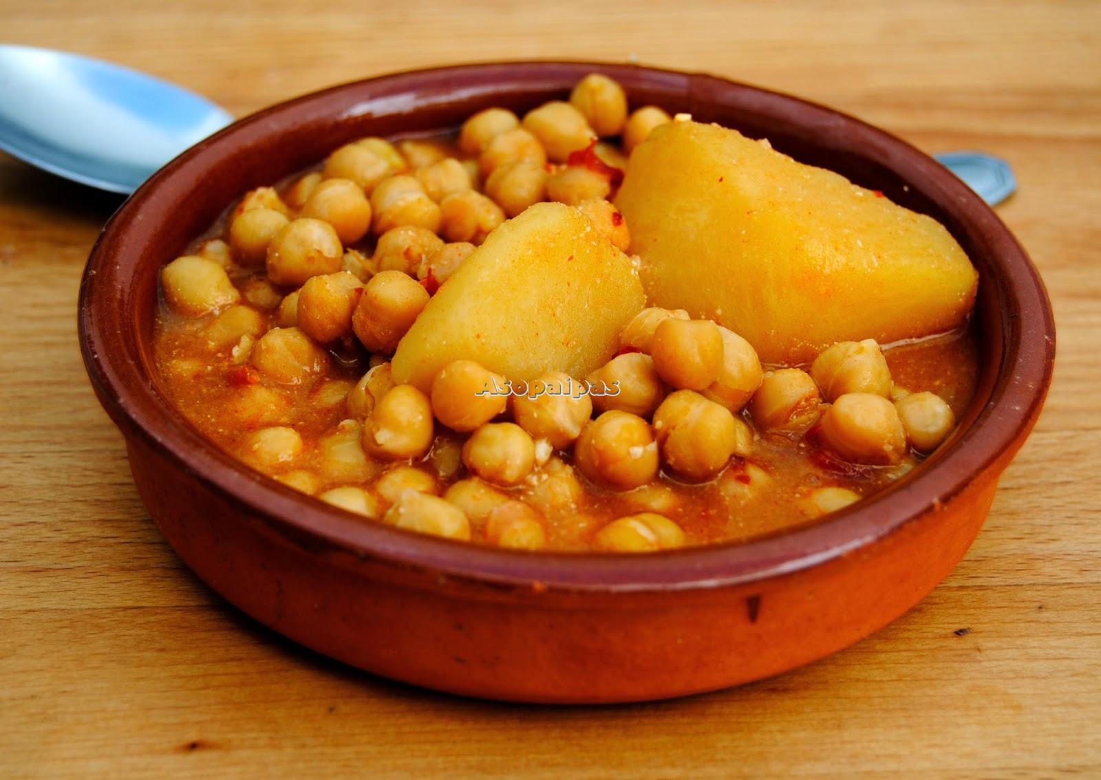 Potaje de Garbanzos de Baza con majado de Huevo Frito