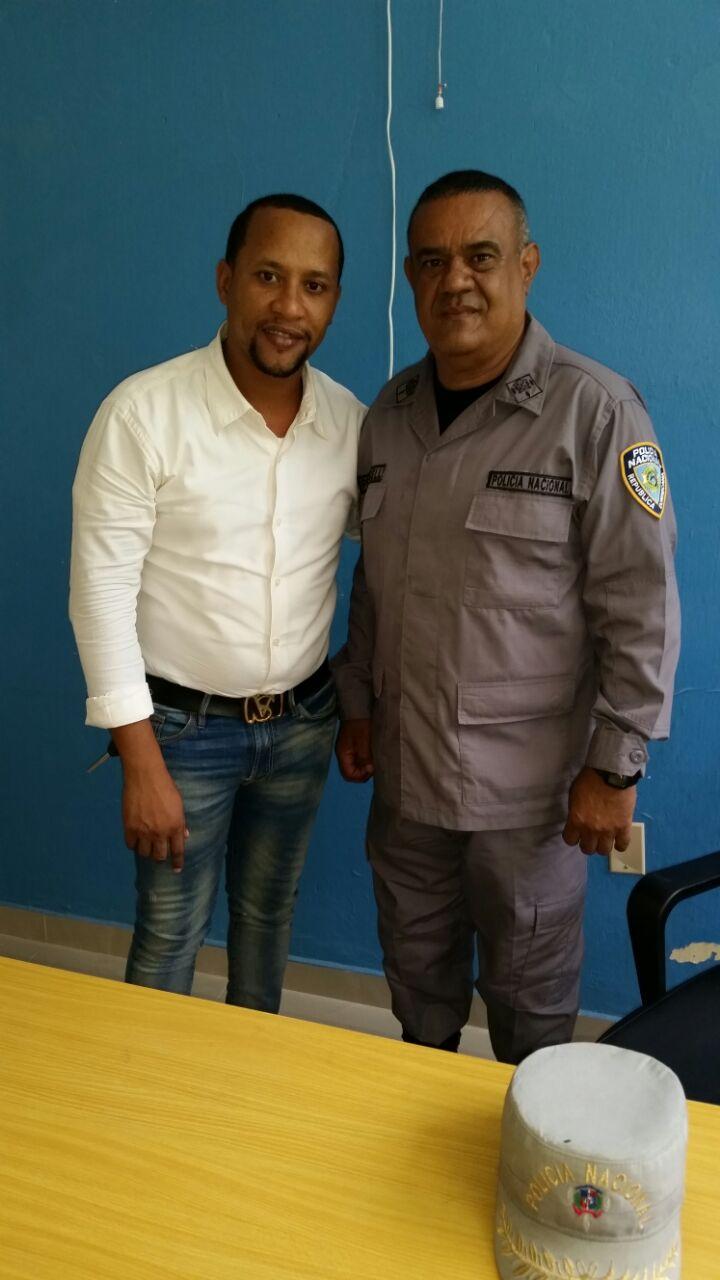 Comunicador Deivy Pérez, (El Bambino) y coronel PN Pérez Gell (Jochy),armonizan relaciones luego de malentendido.