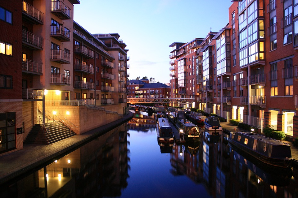 birmingham canals at night time