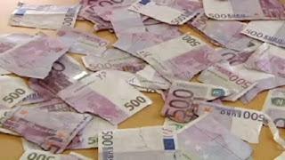 Πόνεσε η καρδιά του κοσμάκη! 85χρονη έσκισε σε χίλια κομμάτια χαρτονομίσματα του 1 εκατ. €