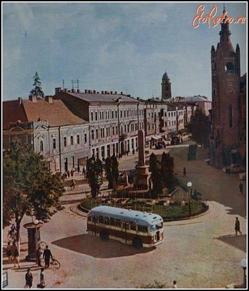 Мукачево. Площа Кирила і Мефодія. Військовий меморіал