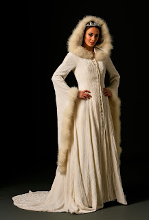 beautiful-hairy-long-sleeve-and-hat-winter-wedding-dress
