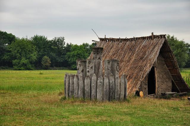 grodzisko Pohansko u Břeclavi - rekonstrukcja pogańskiego miejsca kultowego
