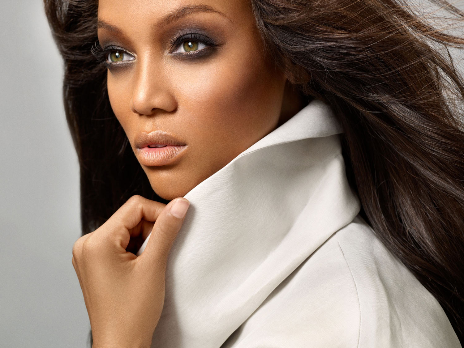 HOLLYWOOD ALL STARS: Tyra Banks Profile, Bio And Pictures