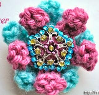 http://translate.google.es/translate?hl=es&sl=en&tl=es&u=http%3A%2F%2Fmymerrymessylife.com%2F2012%2F06%2Fcrochet-3-d-flower-free-crochet-pattern.html