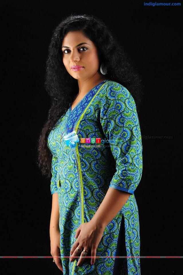 Avalude kadha serial actress / Watch amazing race episode 9