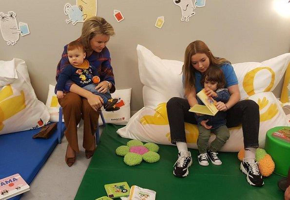 Queen Mathilde visited 't Vlindertje Kindergarten (kinderdagverblijf 't Vlindertje) in Boutersem in the Reading Week
