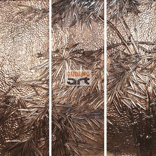 Memanfaatkan artwork dinding tembaga dengan tema bamboo