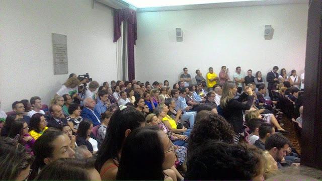 Ato em apoio a Sérgio Moro lota a UFPR na noite desta segunda-feira