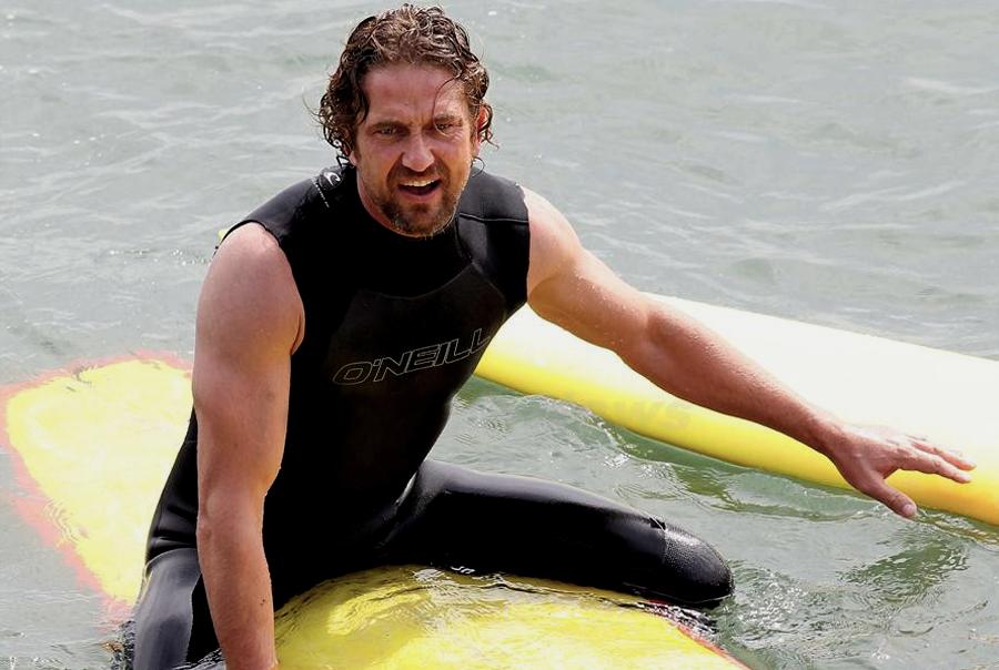 Gerard Butler surprins la surfing