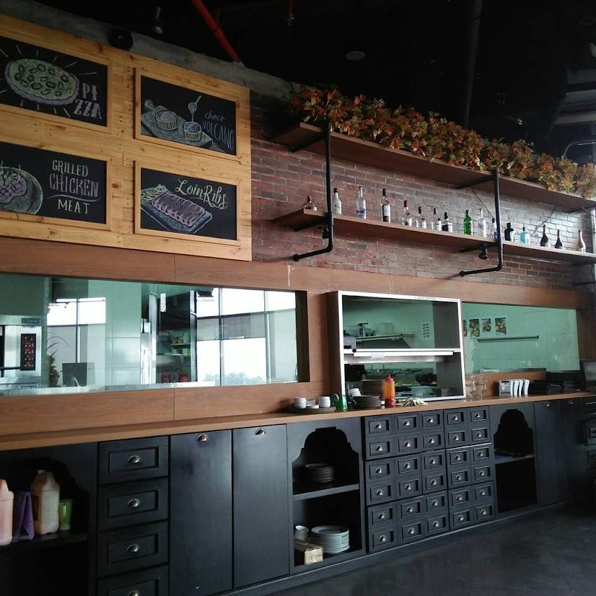 Carnivor Sky Bar And Cafe At Grand Edge