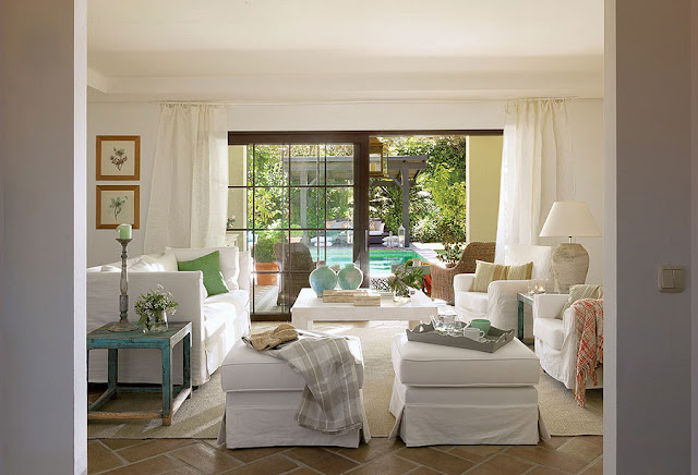 Decoração de casa de praia em branco e verde. Blog Achados de Decoração