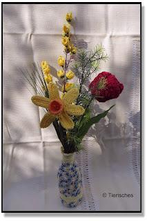 Blumenstrauß aus Osterglocken, Narzissen und Forsythie