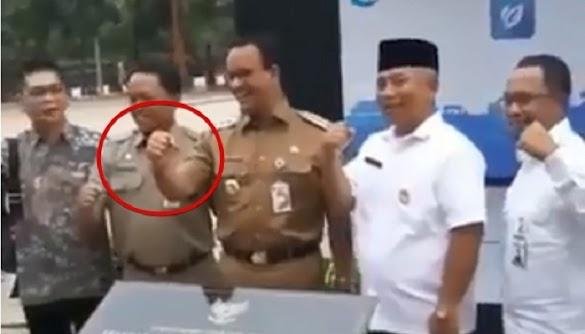 Menolak Saat Diminta Pose Jempol Oleh MC, Anies : Nanti Dipanggil Bawaslu!