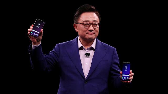 Samsung presenta su nuevo 'smartphone' insignia, rival del iPhone X