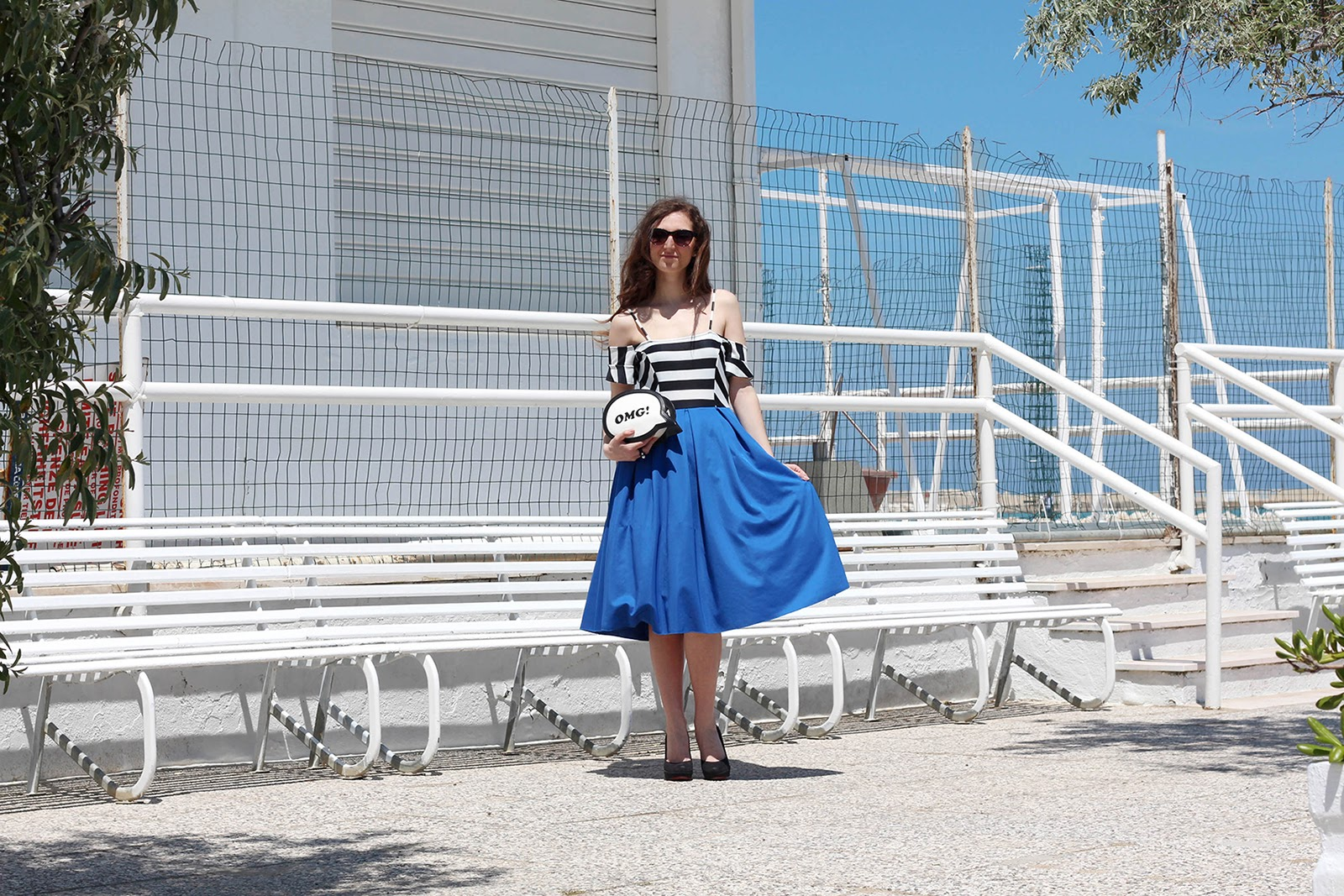 fashion style blogger outfit ootd italian girl italy vogue glamour pescara omg bag borsa cartoon pop blue stripes dress devilplus vestito blu righe matrobijoux ring anello wood legno mauro guidi shoes heels scarpe tacco zara chiodo nero giacca pelle leather jacket