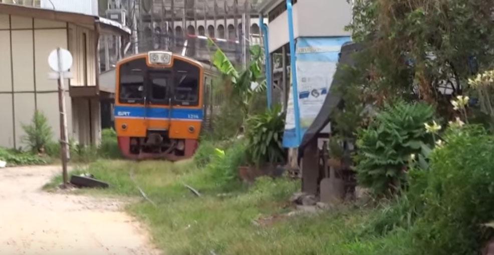 Η γραμμή Mae Klong προς τον σταθμό Ban Laem (VIDEO)