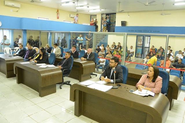 Resultado de imagem para vereadores de Chapadinha sessão