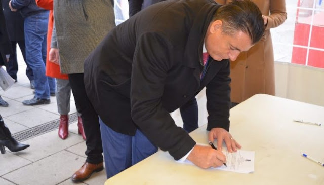 The signing of the petition for Mitrovica unification  begins