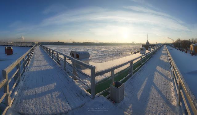 Панорама на Неву со стен Петропавловской крепости