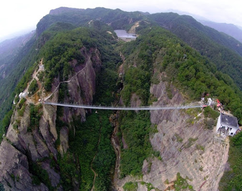 Maior ponte de vidro suspensa do mundo