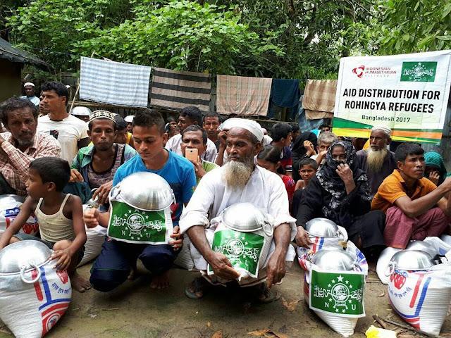 Tim Kemanusiaan NU Peduli Bagikan Bantuan Pengungs Rohingya Balukali Cox's Bazar, Bangladesh