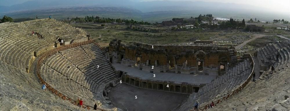 A l'emplacement d'un ancien théâtre détruit par un tremblement de terre en 60 de notre ère, l'empereur Vespasien fit ériger cette nouvelle aire de spectacle.