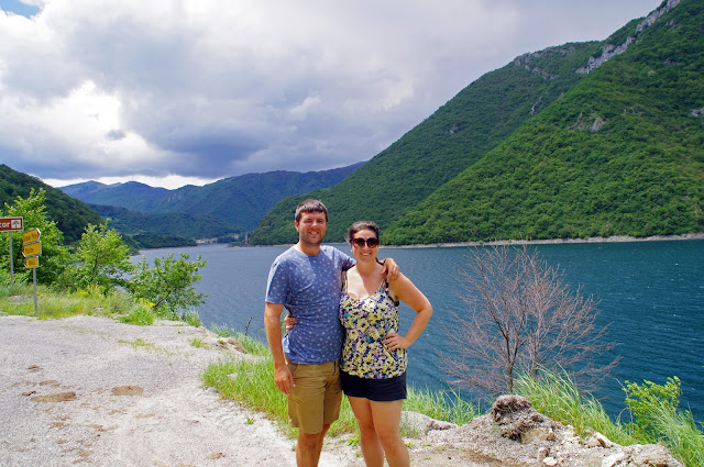 Couple in Montenegro on transfer from Budva to Sarajevo with Kiwitaxi