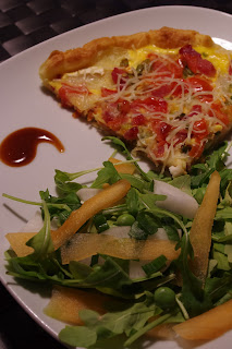 Tarte fromage tomates salade roquette