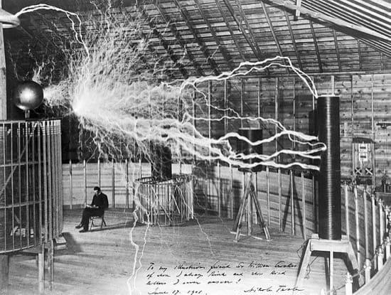 Tesla en su laboratorio