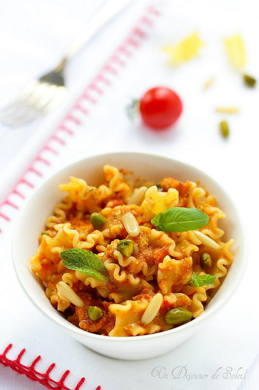 Vingt recettes de pesto (pesto aux tomates et pistaches)