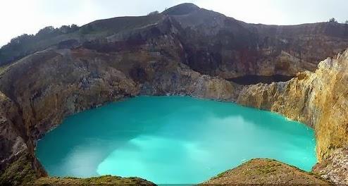 tempat wisata pegunungan indonesia gunung kelimutu nusa tenggara timur