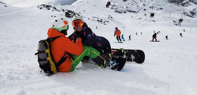 Nicole Neumann y su novio Matías Tasín en el Cerro Catedral