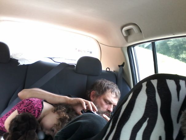 15+ Hilarious Pics That Prove Kids Can Sleep Anywhere - Napping With Pop Pop In Backseat..