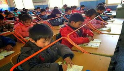 السر وراء وضع قضبان حديديه حول الاطفال في جميع مدارس اليابان