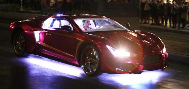 okerul (Jared Leto) și Harley Quinn (Margot Robbie) urmăriti de Batman în Suicide Squad