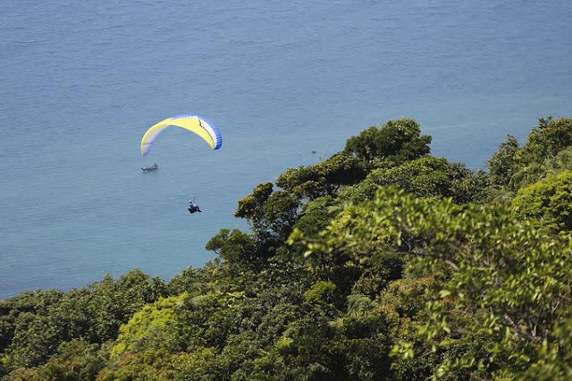 Enjoy the paragliding in Da Nang 1
