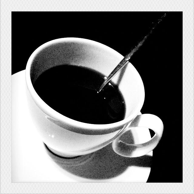 Tazzina di caffè in bianco e nero