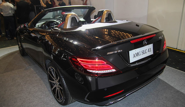 Đuôi xe Mercedes AMG SLC 43 thiết kế đơn điệu và mềm mại