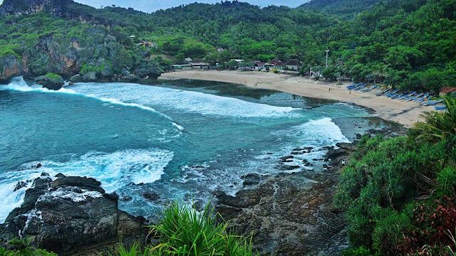 View pantai Siung dari atas bukit