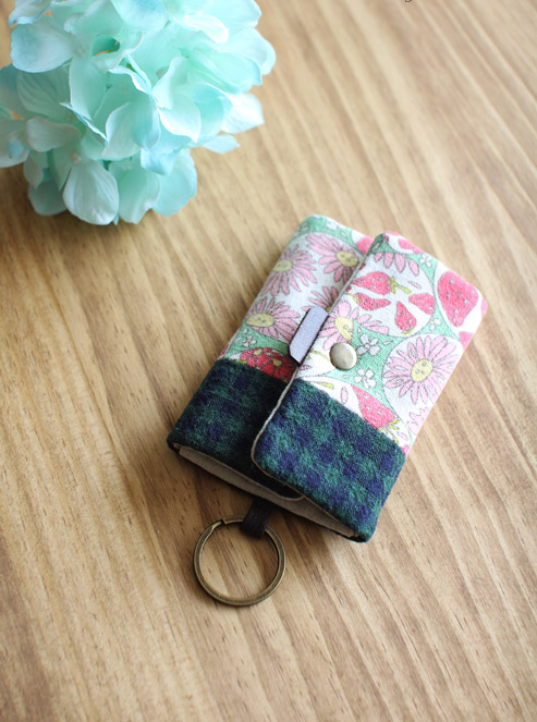 Card Holder Key Chain Tutorial DIY step-by-step in Pictures.