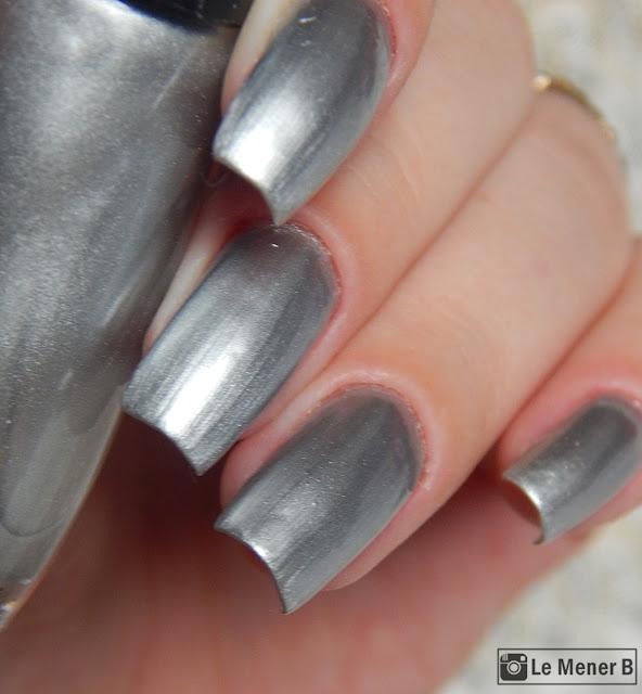 esmalte prata nas unhas