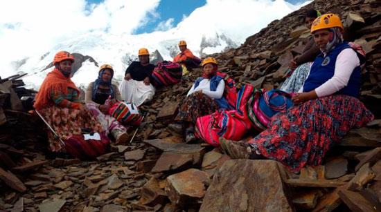 Las Cholitas escaladoras llegan a Cochabamba para jornada motivacional