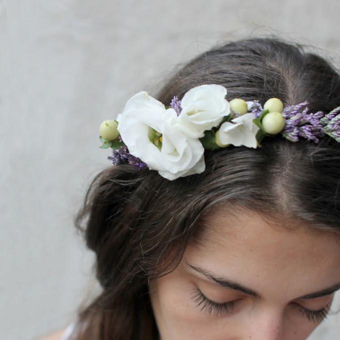 diy věneček do vlasů z živých květin