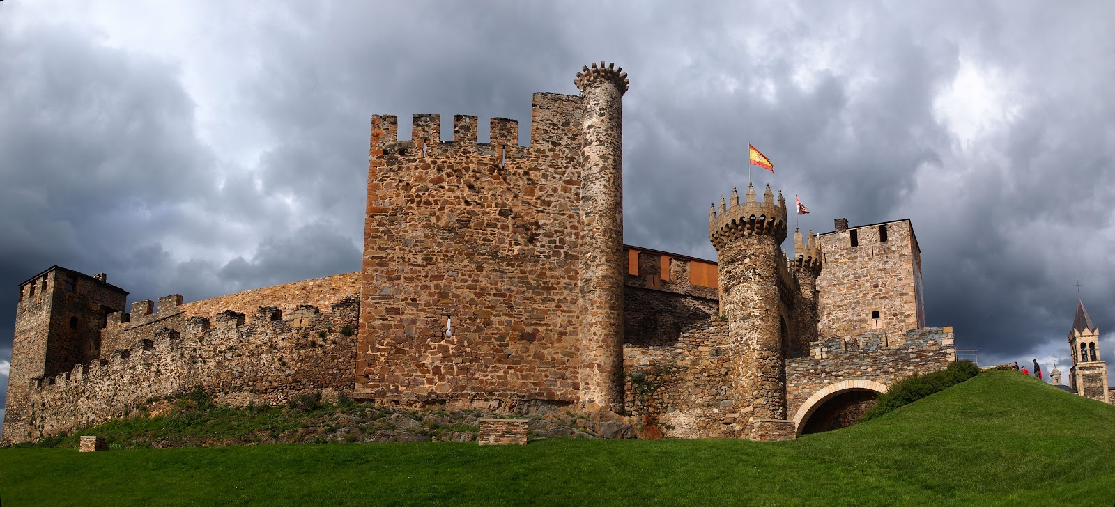 Castillo Templario de Ponnferrada or Templar Castle was built in the 12th century. Photo: © David 820 CC BY-SA 3.0 es from Wikimedia Commons.