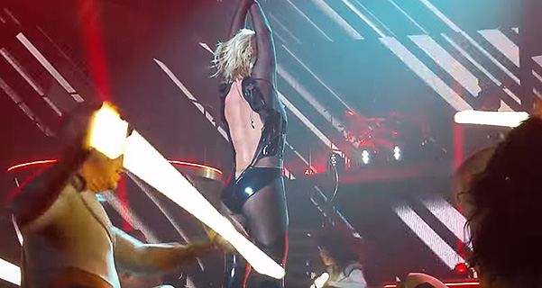 Britney Spears broke the zipper on the suit during the show